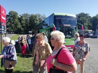 """Galeria """"Senior+"""" na wycieczce w Mosznej"""